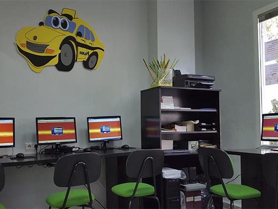 Sala de ordenadores para test.