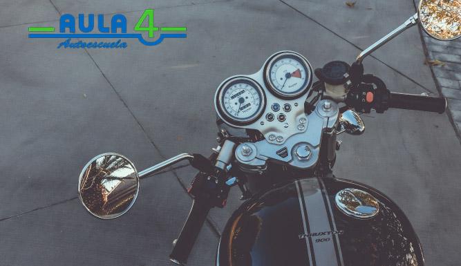 las ventajas de sacarse el carnet de moto son muchas.