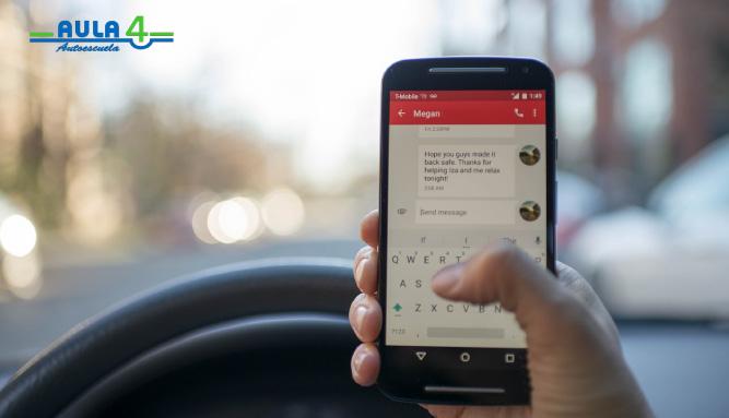 Conoce los peligros del uso del móvil al volante