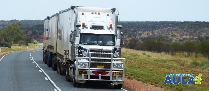 camión remolque, para conducirlo necesitas en permiso C + E.