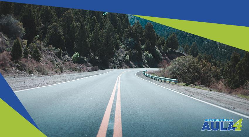 imagen de una carretera sin coches