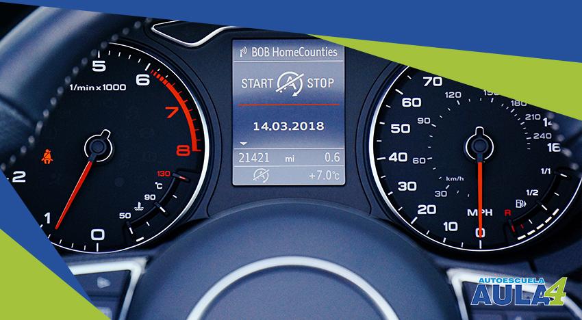 imagen del cuadro de velocidad de un coche