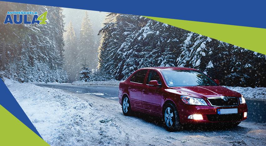 Coche preparado para conducir con nieve